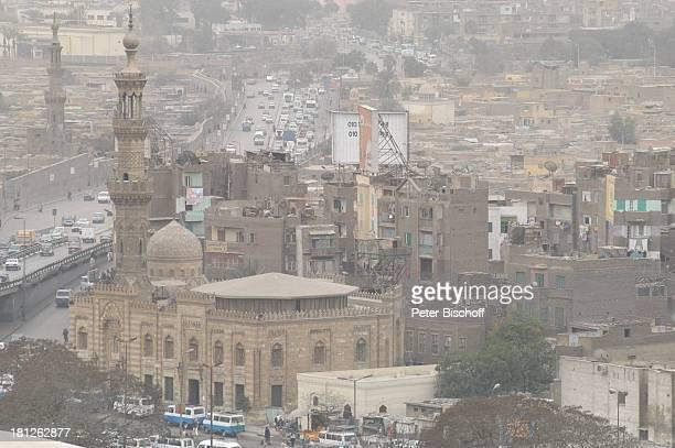 Blick vom Hügel an der Alabastermoschee von Mohammed Ali auf weitere Moschee und die Stadt Hauptstadt Kairo Ägypten Afrika ProdNr 188/2006 Glaube...