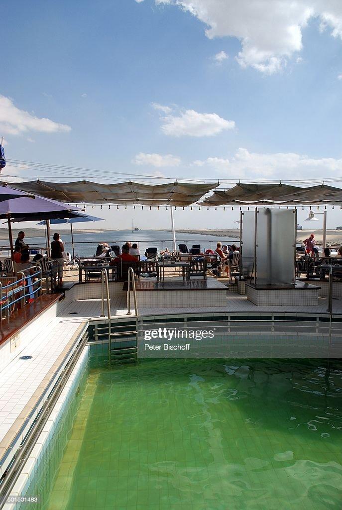 """Blick vom Kreuzfahrtschiff MS """"Astoria"""" auf Suez-Kanal, Ägypten, Afrika, Asien, Schi : News Photo"""