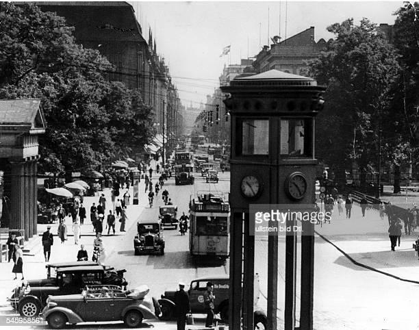 Blick vom Potsdamer Platz in RichtungLeipziger Platz und Leipziger Strassebei regem Verkehr 1936