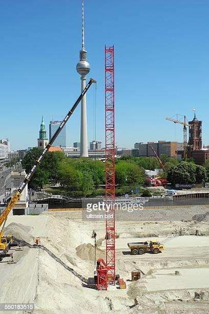 Blick von der HumboldtBox auf den aktuellen Zustand des Berliner Schlossplatzes im Umbruch