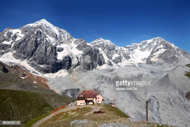 Blick zur Koenigsspitze Koenigsspitz Zebru und Ortler Ortles mit Schaubachhuette Sulden ist ein Bergdorf mit etwa 400 Einwohnern im Suldental im...