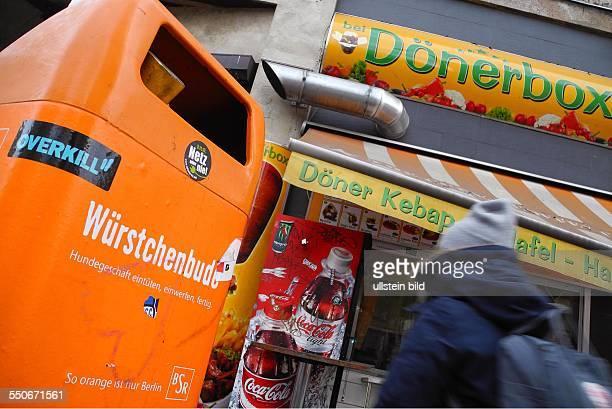 Blicke auf Berlins Szeneviertel, wie hier neben dem KitKat-Club am Zugang U-Bahnhof, Heinrich-Heine-Strasse in der Koepenicker Strasse/ Ecke...