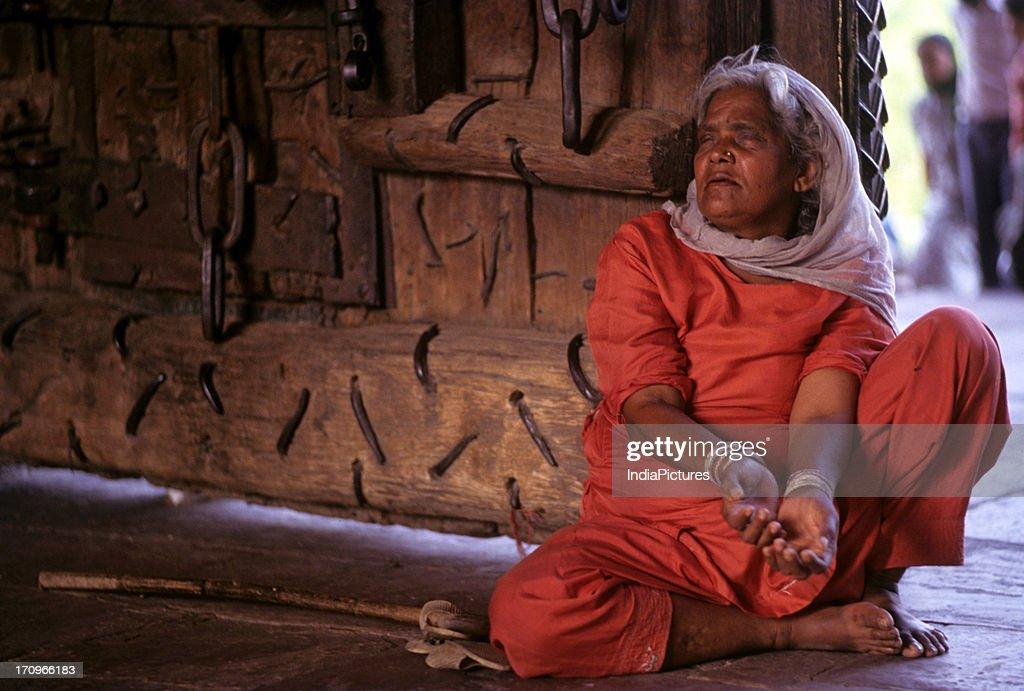 Blind beggar woman : News Photo