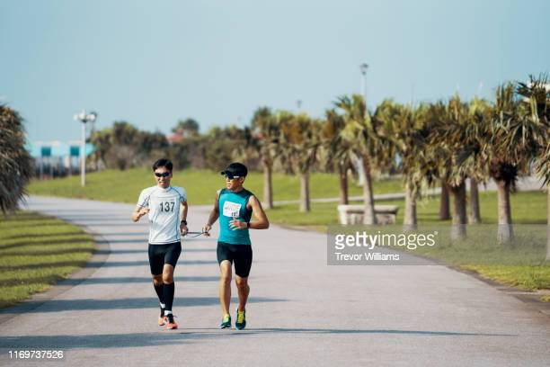 blind triathlete running and training with his guide - スポーツ  ストックフォトと画像