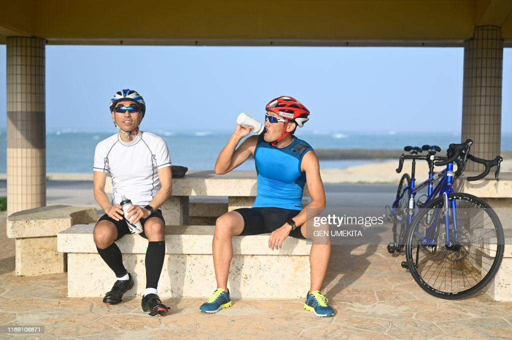 Blind triathlete taking a break : ストックフォト