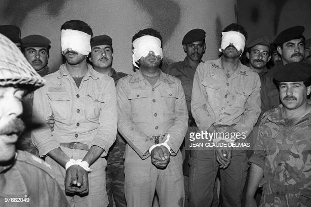 Blindfoilded Iranian POWS are being shown 18 March 1985 to newsmen as they stand by a group of Iraqi soldiers in a makeshift camp near the...
