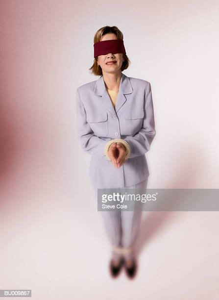 blindfolded hostage businesswoman - frau gefesselt stock-fotos und bilder
