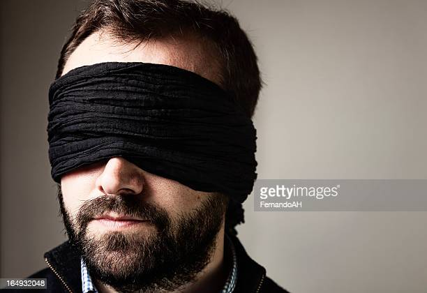 Blindfolded homme portrait