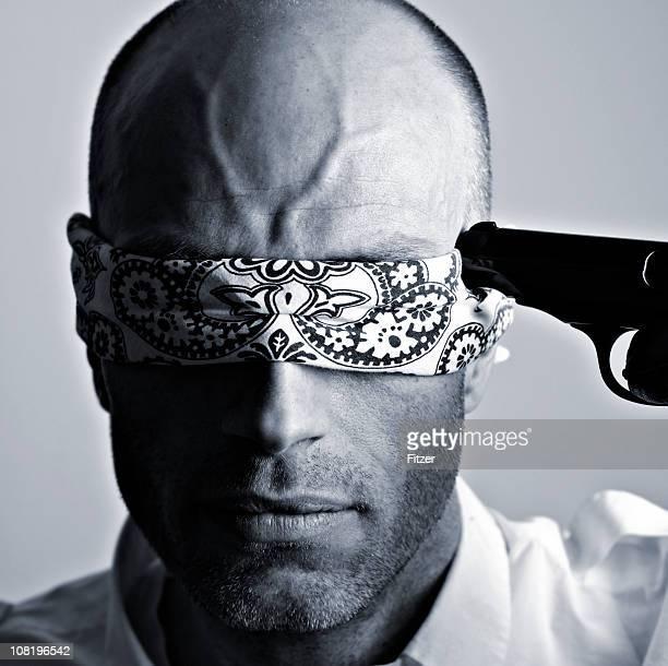 Blindfolded 男性、ゴンモヘッド、ブラックおよびホワイト