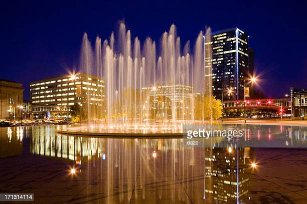 bloch memorial fountain and washington square park, kansas city missouri - fountain stock pictures, royalty-free photos & images