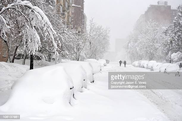 block of snow-covered cars - blizzard stock pictures, royalty-free photos & images