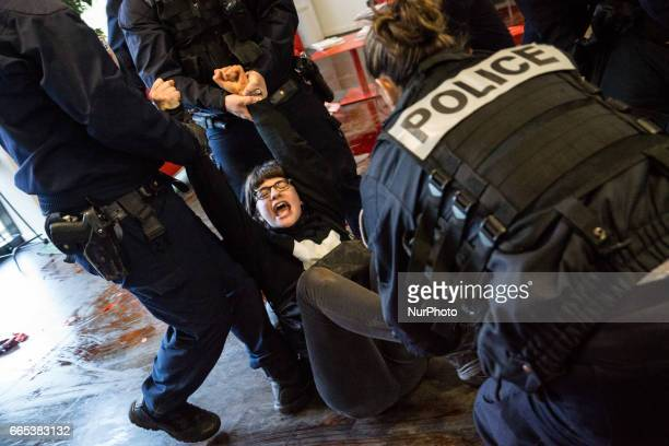 Blocking of the head office of the company Aoste to protest against meat consumption and for promotion veganism by the association quot269...