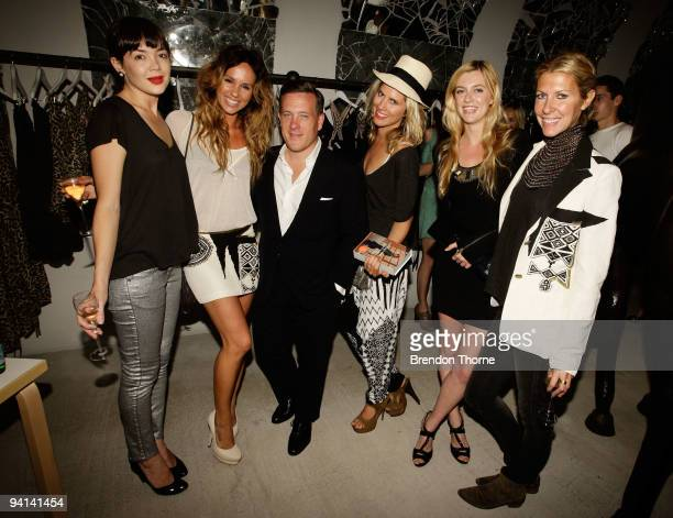 Blogger Scott Schuman poses with SarahJane Clarke Heidi Middleton Emma Lung Pip Edwards and Gracie Otto as he launches his eponymous book at Sass...