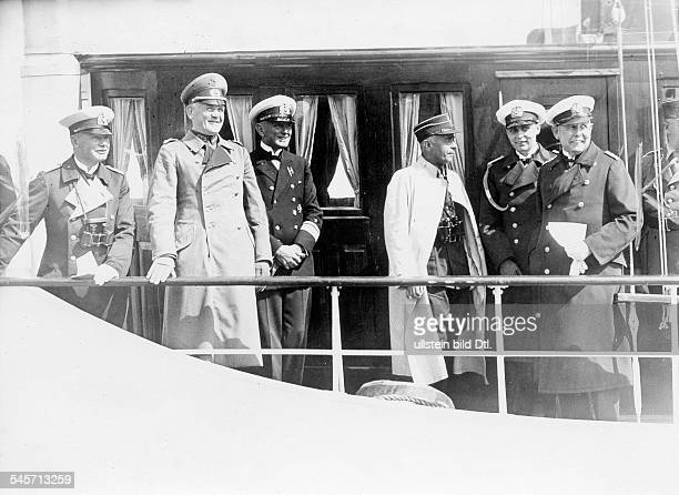 Blomberg Werner von 18781946Officer Dwar minister 193338Blomberg together with Reichssportkommissar von Tschammer und Osten as guests of honour of...