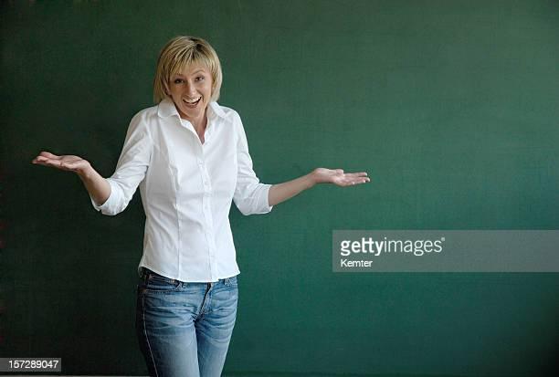 Blondes weibliche Lehrer Achtlos