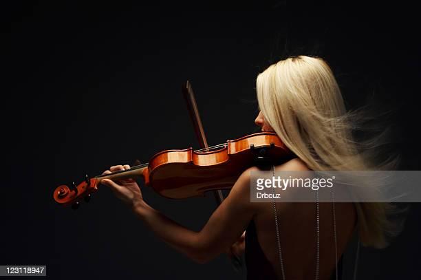 blond violist