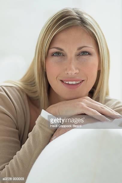 blond woman smiling - heidi coppock beard - fotografias e filmes do acervo