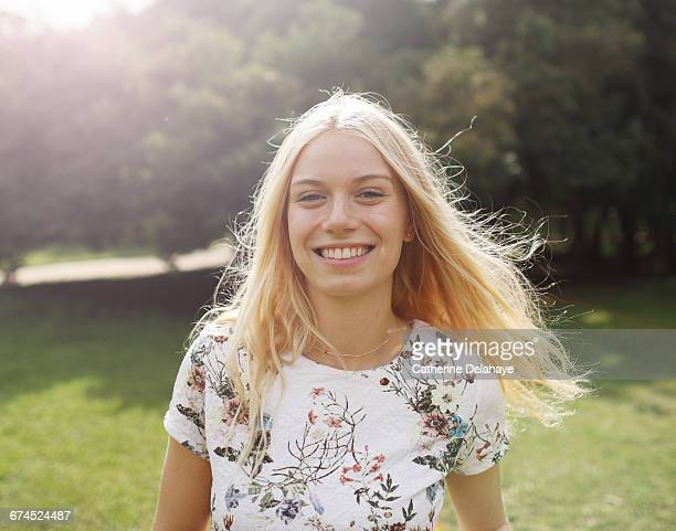 a blond young woman in a park - jeune femme blonde photos et images de collection