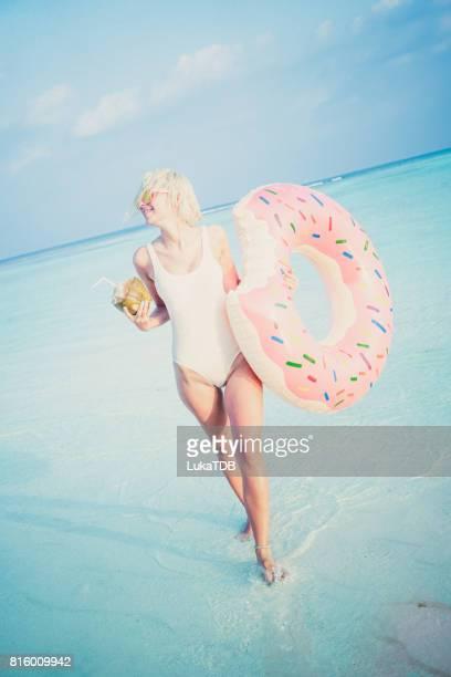 Blonde Mädchen im Urlaub, Malediven