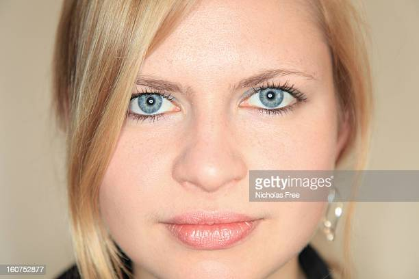 Rubia pelo ojos azules