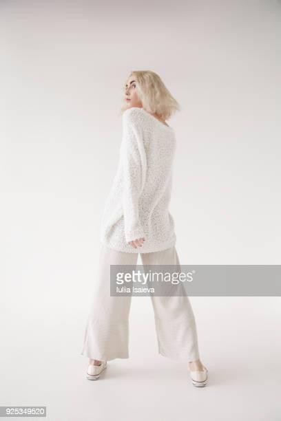 blonde woman in white sweater - 白いシャツ ストックフォトと画像