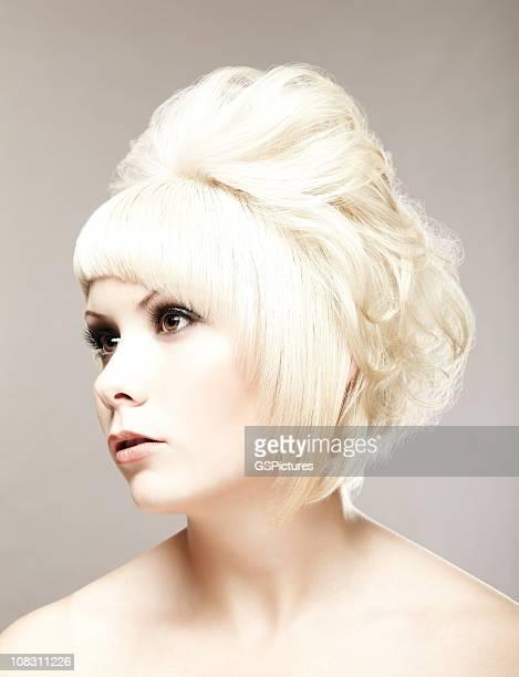 Blonde Frau Wegsehen