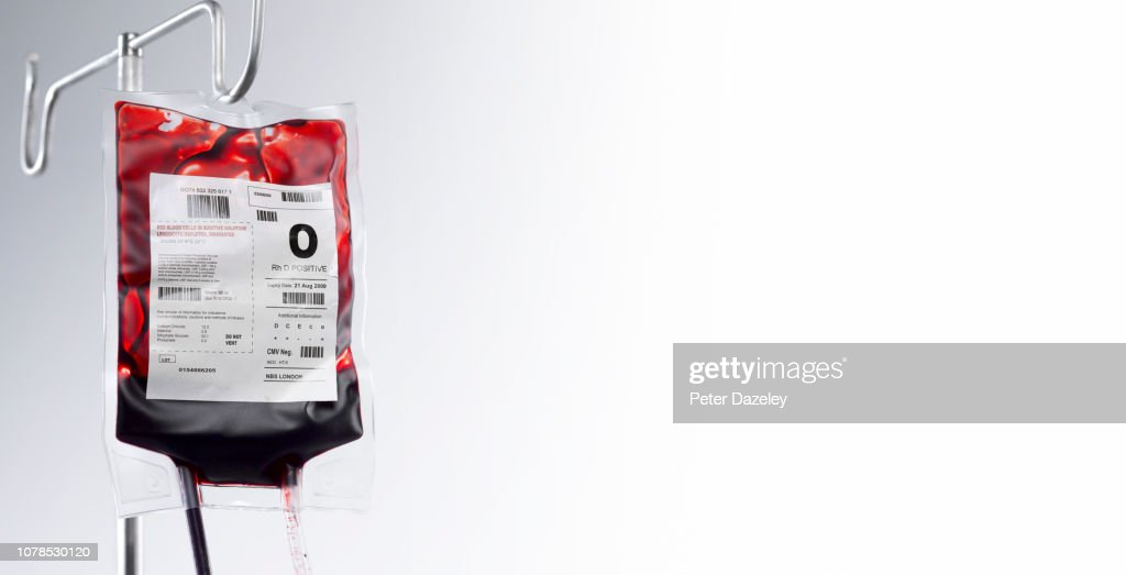 Blood bag on hospital stand with copy space : Foto de stock