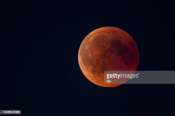 blood moon 2018 - full lunar eclipse in the night sky - total lunar eclipse stock photos and pictures
