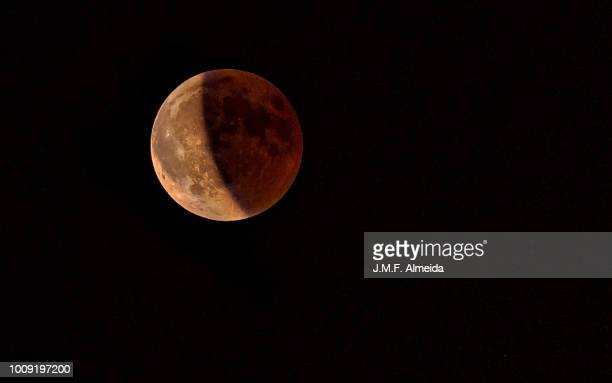 blood moon - total lunar eclipse - lunar eclipse stock pictures, royalty-free photos & images