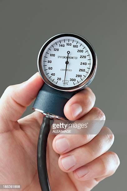blood pressure gauge - pressure gauge stock photos and pictures