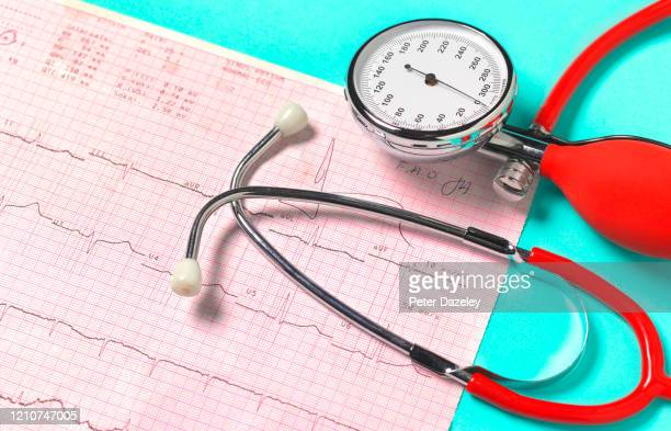 blood pressure gauge with pulse trace read out - cardiac arrhythmia stock pictures, royalty-free photos & images