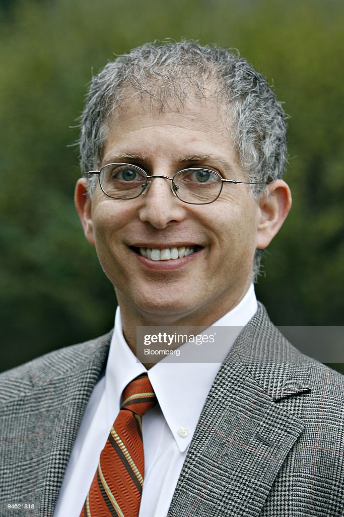Bloomberg News reporter David Glovin poses in New York, Frid : News Photo