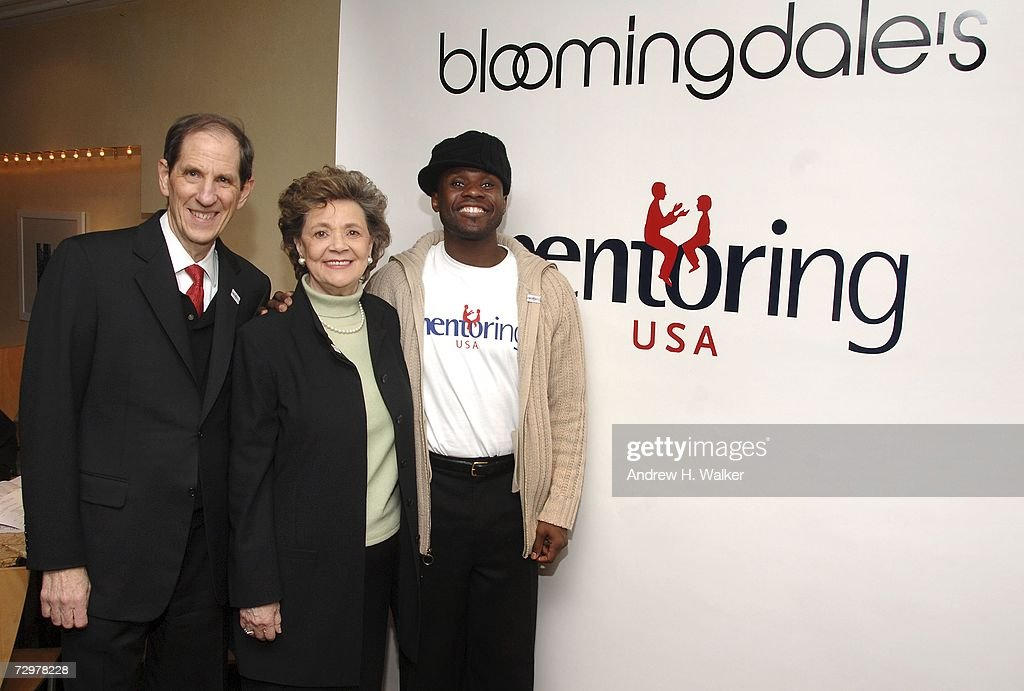 Bloomingdale's & Mentoring USA Celebrates National Mentoring Month : News Photo