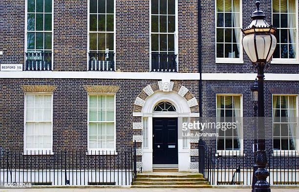 bloomsbury door bedford square - bloomsbury london stock photos and pictures