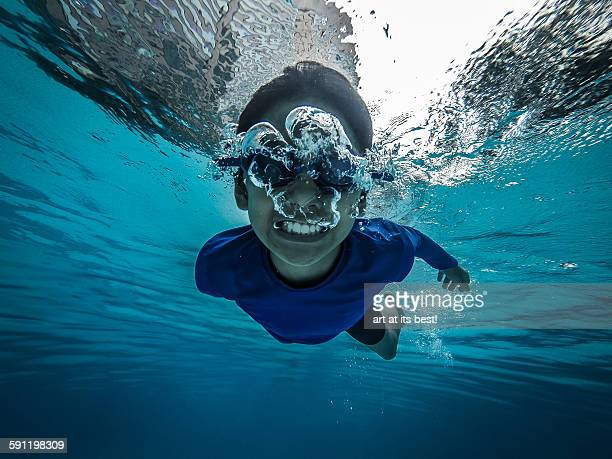 Blowing bubbles underwater
