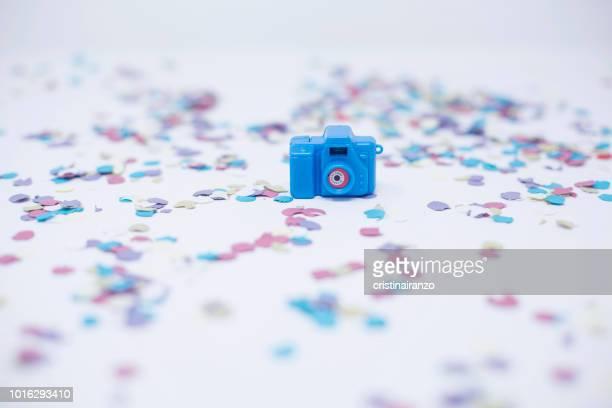 blu camera and confetti - blue film video stock-fotos und bilder