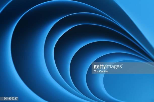 blue abstract paper folds - cris cantón photography fotografías e imágenes de stock