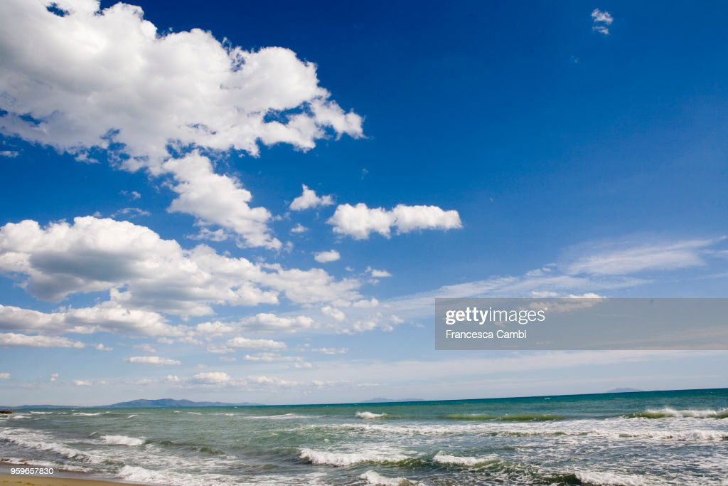 blue and cloudy sky over the sea beach : Stock-Foto