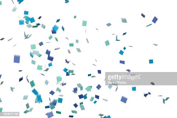 ブルーとグリーンの紙ふぶきフォーリング、白で分離