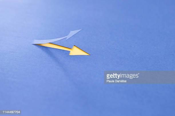 blue arrow pointing up - hinauf bewegen stock-fotos und bilder