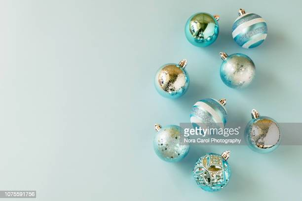 blue baubles christmas and new year backgrounds - accessoires stock-fotos und bilder