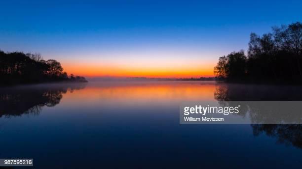 blue bay morning 'foggy' - william mevissen bildbanksfoton och bilder