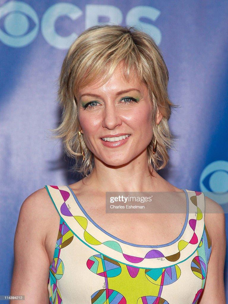 """Amy Carlson Bilder blue bloods"""" actress amy carlson attends the 2011 cbs"""