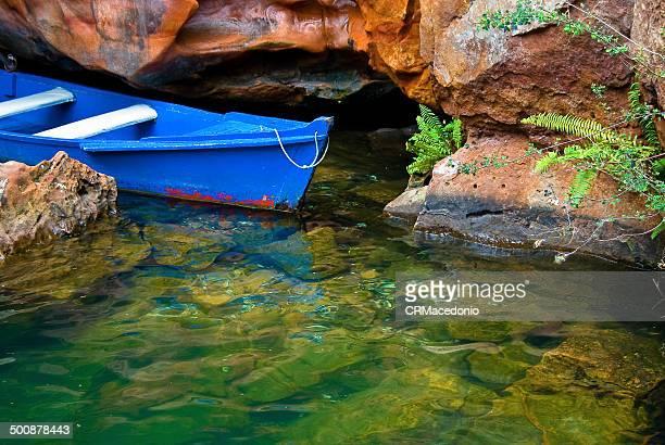 blue boat - crmacedonio fotografías e imágenes de stock