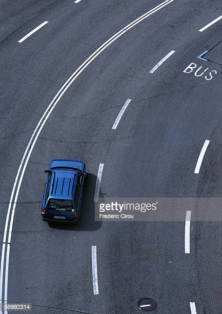 blue car on highway, birdseye view. - dividing line road marking stock pictures, royalty-free photos & images