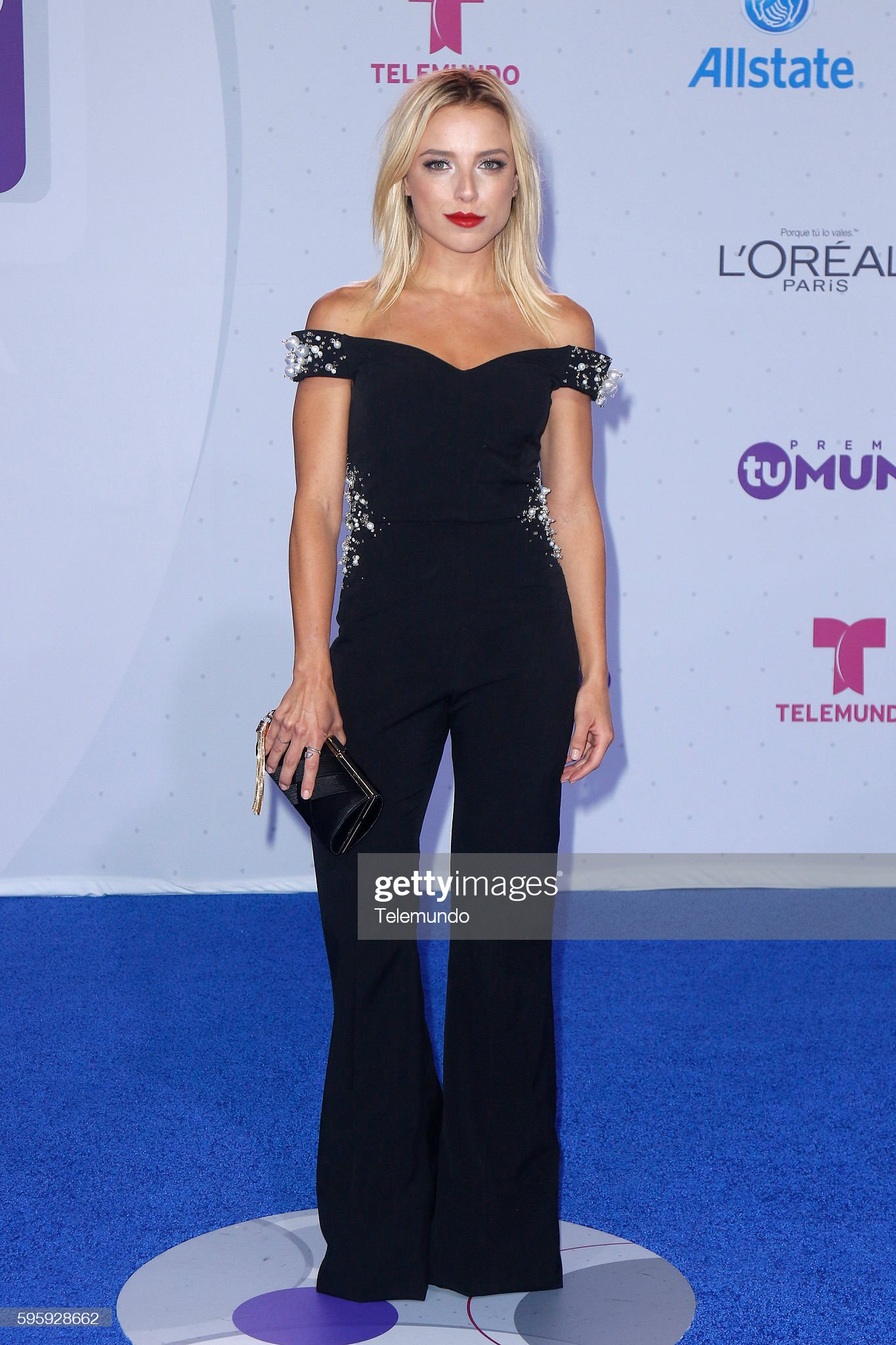 https://media.gettyimages.com/photos/blue-carpet-pictured-marcela-guirado-arrives-at-the-2016-premios-tu-picture-id595928662?s=2048x2048