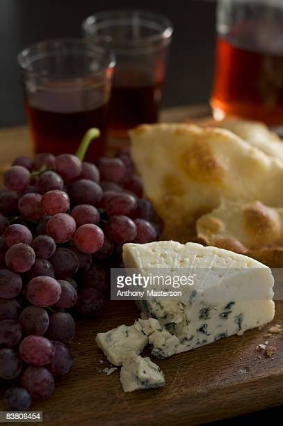 Blue cheese, red grapes, red wine and flatbread