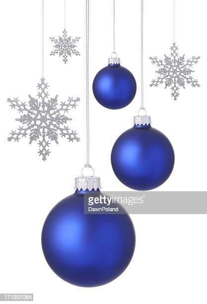 Blaue Weihnachten Kugeln und Schneeflocken.