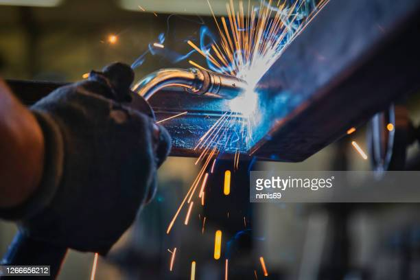 operai- saldatore metallico - ferro foto e immagini stock