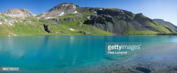 blue color lake - カリフォルニアバイケイソウ ストックフォトと画像